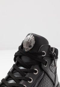 Kurt Geiger London - JACOBS TOP STUD - Sneakersy wysokie - black - 5