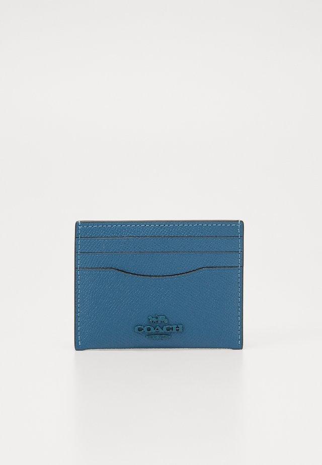CROSSGRAIN FLAT CARD CASE - Peněženka - lake