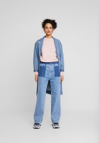 JUST FEMALE - ANGELINA TROUSERS - Flared Jeans - blue denim - 1