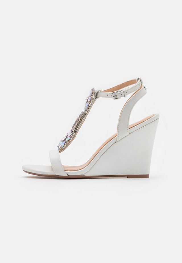 LIZZIE WEDGE - High heeled sandals - white