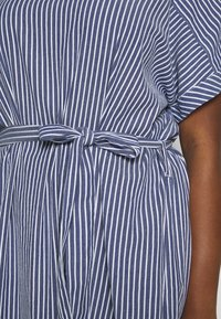 ONLY Carmakoma - CARISA LIFE STRIPE KNEE - Day dress - medium blue denim/cloud dancer - 5