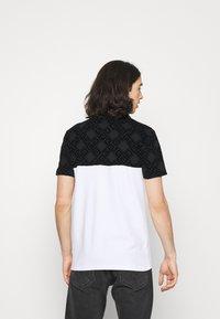 Glorious Gangsta - VARTAN TEE - T-shirt med print - optic white - 2