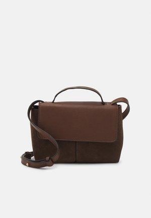 GIANNA - Across body bag - chocolate brown