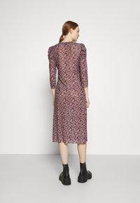 Pieces - PCGWENA MIDI DRESS - Day dress - pink - 2