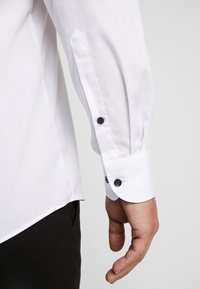 OLYMP - OLYMP LEVEL 5 BODY FIT  - Formal shirt - weiss - 3