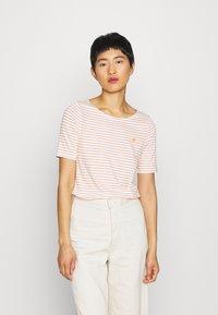 Marc O'Polo - SHORT SLEEVE ROUND NECK - T-shirts med print - sunbaked orange - 0