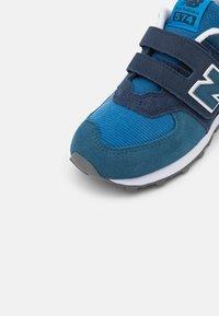 New Balance - PV574WS1 - Baskets basses - natural indigo - 5