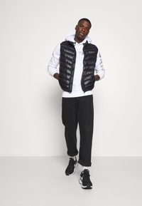 CLOSURE London - QUILTED GILET - Waistcoat - black - 1