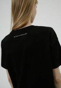 HUGO - HUGO x Smiley® DACHELLE  - Print T-shirt - black - 3