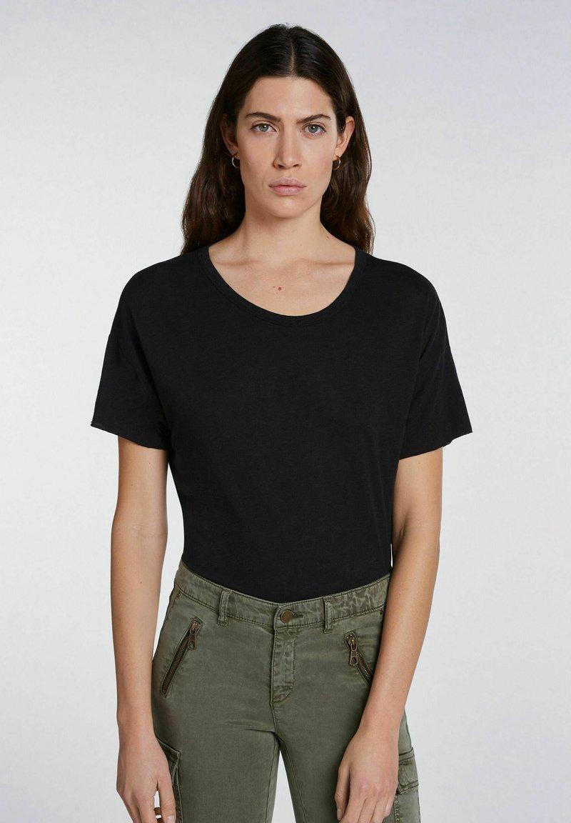 SET - Basic T-shirt - black