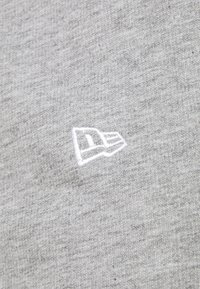 New Era - CHICAGO BULLS SIDE PANEL - Sports shorts - grey - 4