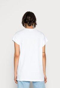 Moss Copenhagen - ALVA PLAIN TEE - Basic T-shirt - white - 2