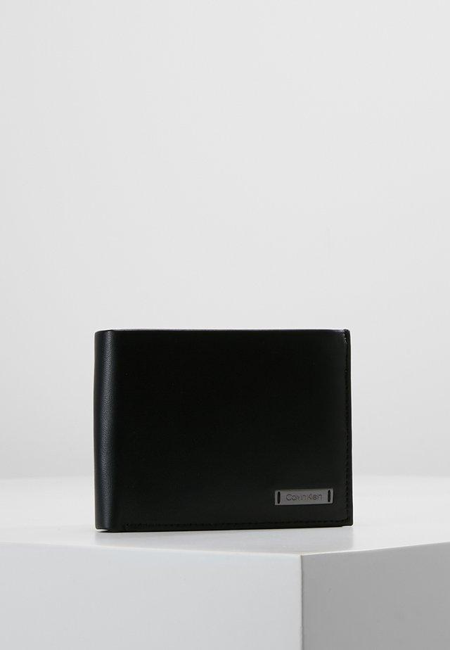 SMOOTH PLAQUE COIN PASS - Portafoglio - black