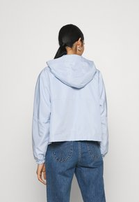 ONLY - ONLCONNIE POCKET ANORAK - Vindjakke - cashmere blue - 2