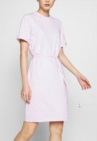 Filippa K - CREW NECK  DRESS - Žerzejové šaty - lilac snow - 3