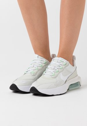 AIR MAX VERONA - Baskets basses - jade aura/white/platinum tint