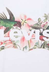 Levi's® - THE PERFECT TEE - T-shirts med print - white - 6