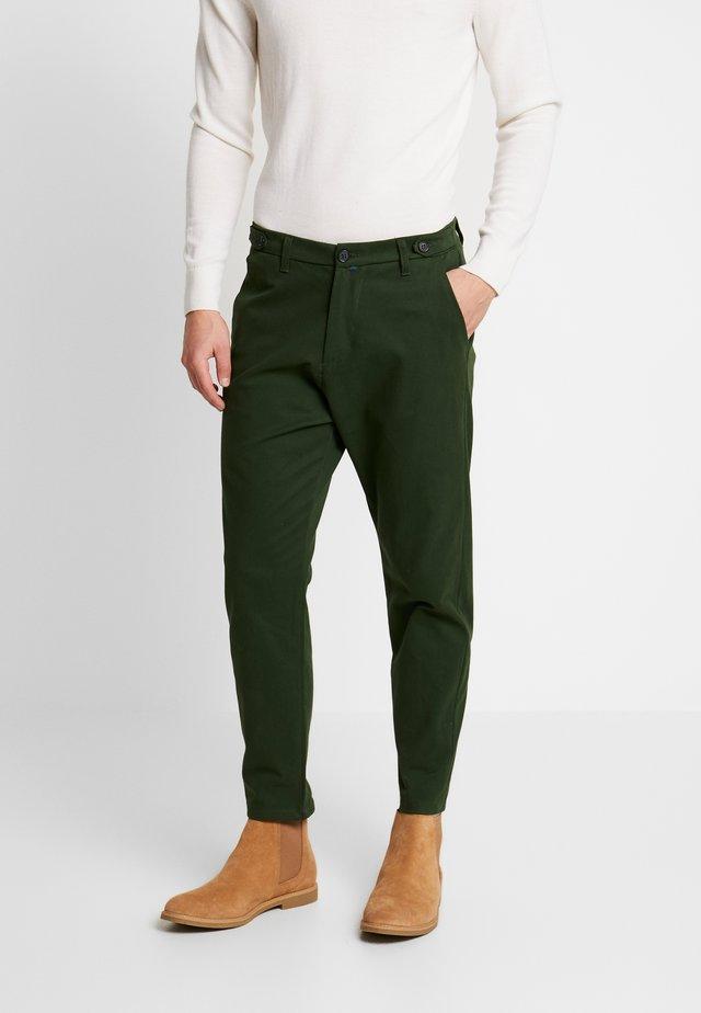 PANT - Chinosy - green
