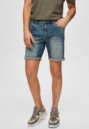 SUPERSTRETCH - Shorts di jeans - medium blue denim