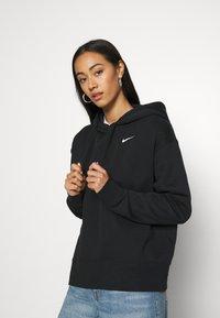 Nike Sportswear - HOODIE TREND - Felpa con cappuccio - black/white - 0