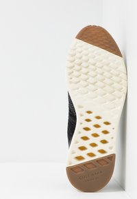 Cole Haan - GRANDPRO STITCHLITE RUNNING  - Baskets basses - black/magnet - 4