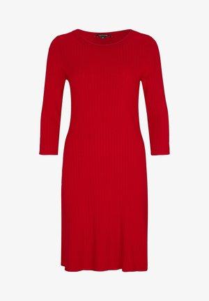 MIT STRUKTURMUSTER - Jumper dress - red