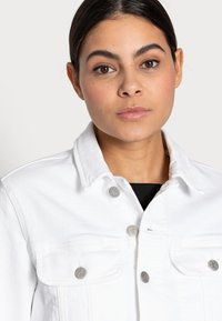 Calvin Klein Jeans - CROPPED  DENIM JACKET - Denim jacket - white - 3
