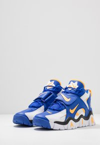 Nike Sportswear - AIR BARRAGE MID - Baskets montantes - white/laser orange/racer blue/black - 2
