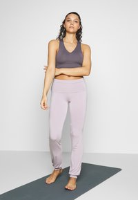 Curare Yogawear - LONG PANTS ROLL DOWN - Joggebukse - puder - 1