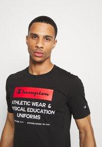 Champion - LEGACY TRAINING CREWNECK - T-shirt con stampa - black - 3