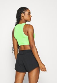 Nike Performance - AEROSWIFT CROP - Funktionsshirt - vapor green/black - 2