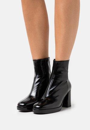 BORIS - Platform ankle boots - brillant noir