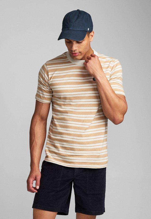 AKROD  - T-shirt imprimé - white