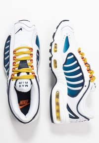 Nike Sportswear - AIR MAX TAILWIND - Zapatillas - white/saffron quartz/magma orange/obsidian/cerulean - 3