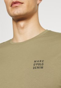 Marc O'Polo DENIM - SMALL CHEST  LOGO 2 PACK - Basic T-shirt - black / olive - 7
