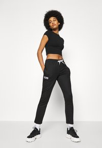 Ellesse - ADALINA - Tracksuit bottoms - black - 3