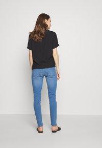 Dorothy Perkins Maternity - OVERBUMP ELLIS - Jeans Skinny Fit - light wash denim - 2