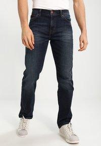Wrangler - TEXAS STRETCH - Jeans straight leg - vintage tint - 0