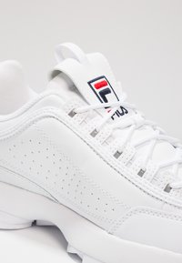 Fila - DISRUPTOR - Baskets basses - white - 5