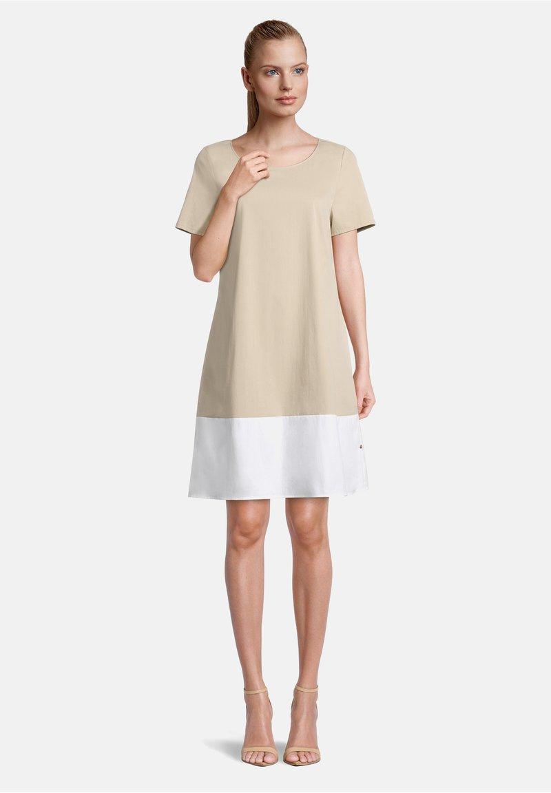 Vera Mont - MIT FARBVERLAUF - Day dress - nature/white