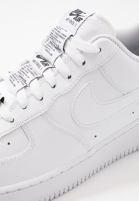 Nike Sportswear - AIR FORCE 1 '07 LV8 - Tenisky - white/black - 5