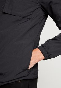 Lyle & Scott - POCKET JACKET - Outdoor jakke - true black - 3