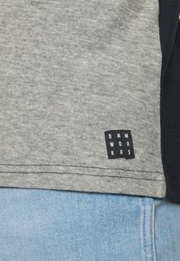 Blend - TEE - Print T-shirt - black - 3