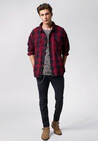 Tigha - NEVEN  - Shirt - red/black - 1