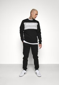 Jack & Jones - JCOBONDS TRACKSUIT SET - Sweatshirt - black - 1