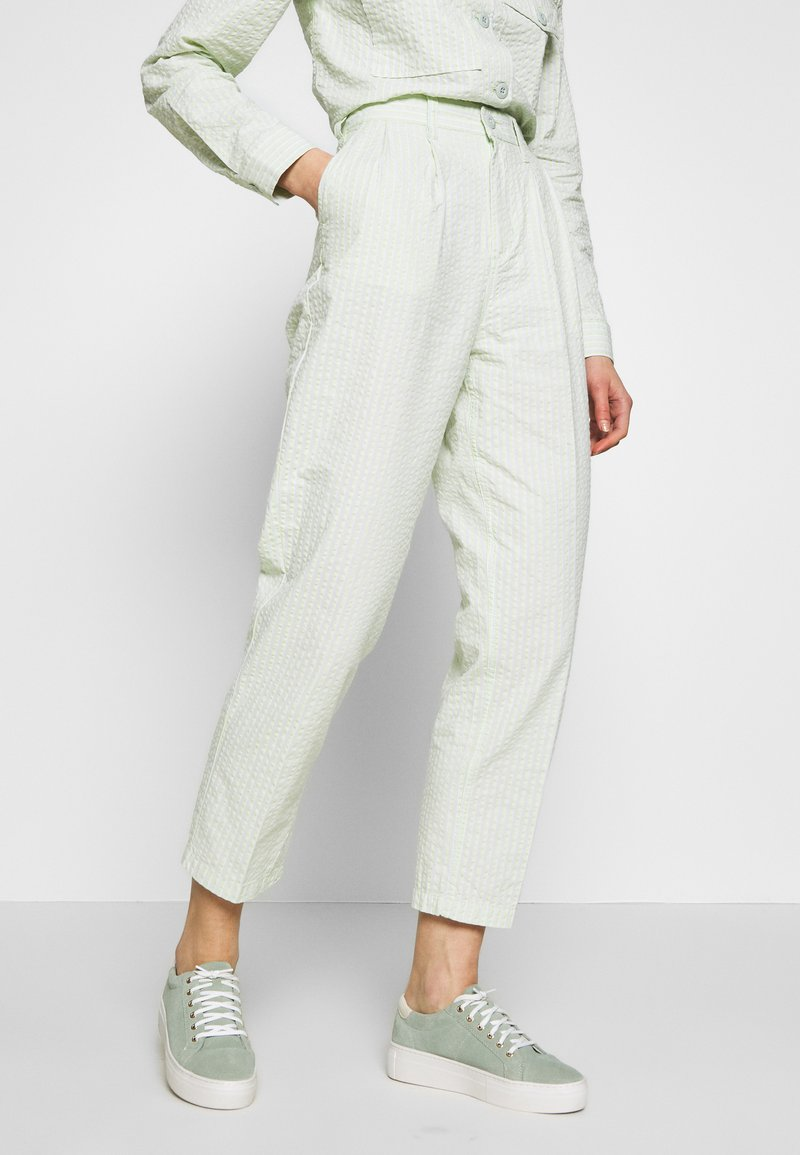 Obey Clothing - HELM PLEATED PANT - Trousers - seafoam