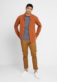 Scotch & Soda - MOTT CLASSIC SLIM FIT - Chino - walnut - 1
