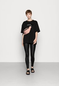Even&Odd - Wet Look Leggings - Legginsy - black - 2
