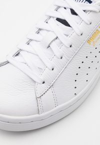 Puma - COURT STAR UNISEX - Joggesko - white/peacoat - 5