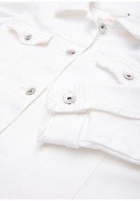Triangle - MIT FRANSENSAUM - Denim jacket - white - 2